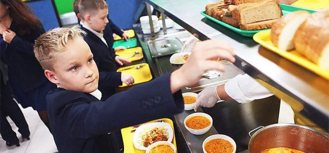 С января 2021 года питание в школах изменится. Какие продукты попали под запрет?